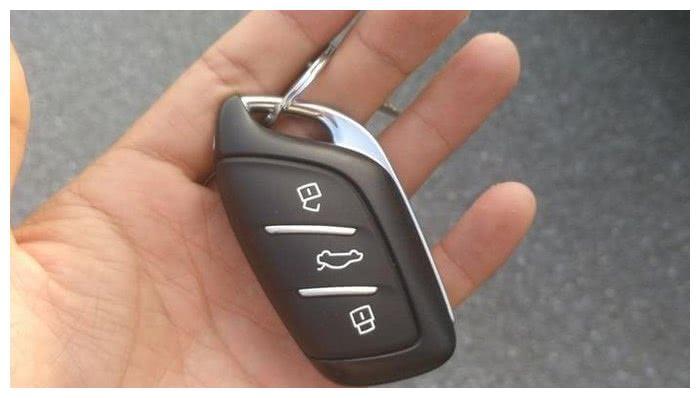 人生第一辆车荣威RX3,可以拉不少的东西