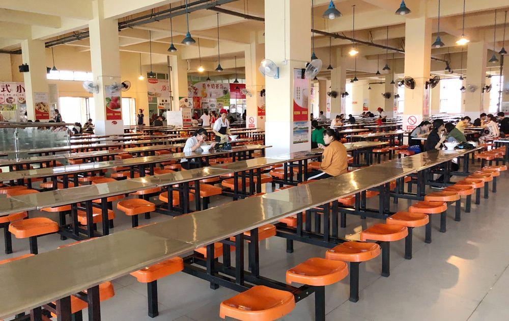 六安毛坦厂中学食堂堪称高大上,有家长称学生就餐浪费倍感心痛