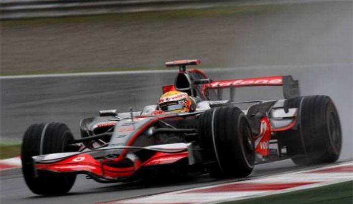 迈凯伦车队:欣赏赛车图,F1赛车气场十足,体现科技