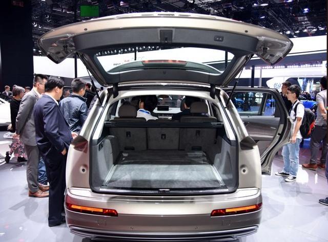 重2.5吨5.9秒破百,这款中大型SUV才卖75万,一箱油能跑..
