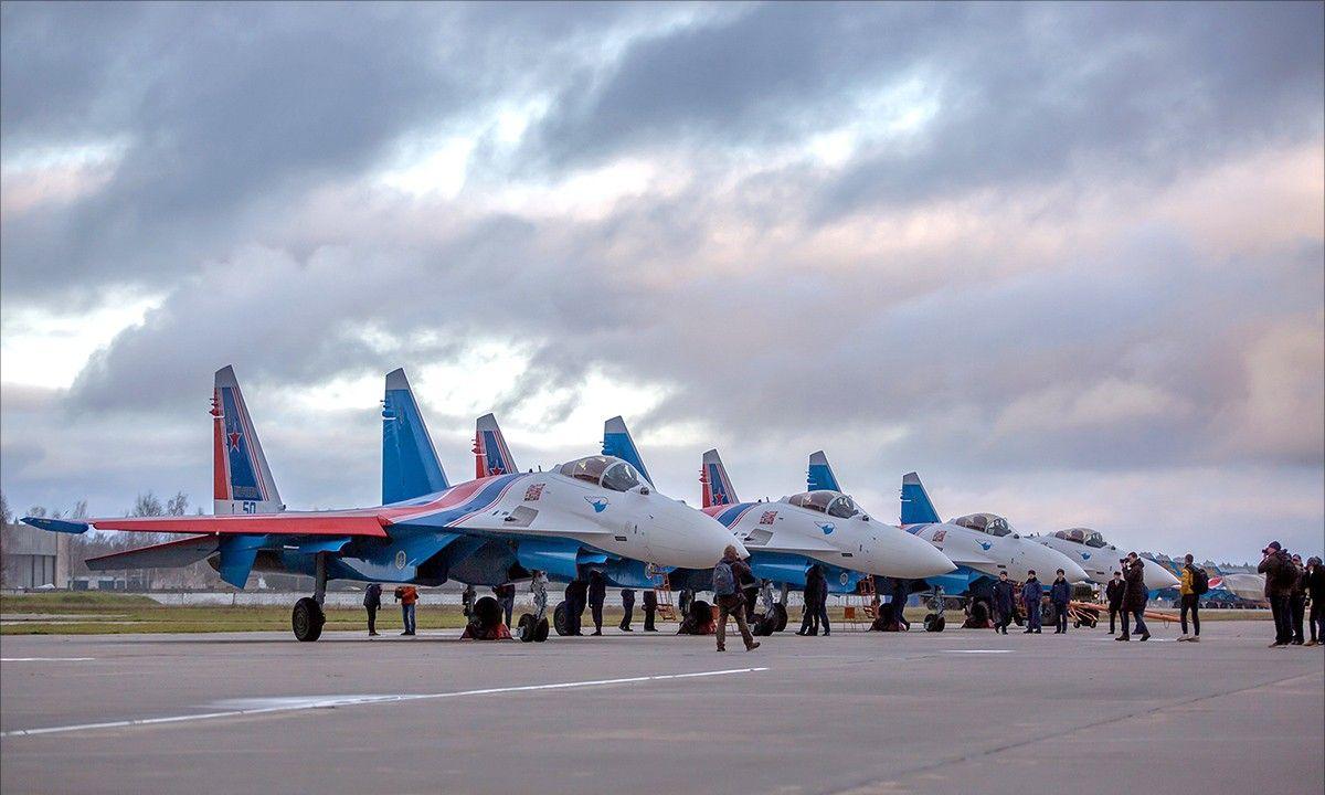"""四架苏-35S战斗机加入俄罗斯""""勇士""""飞行表演队"""