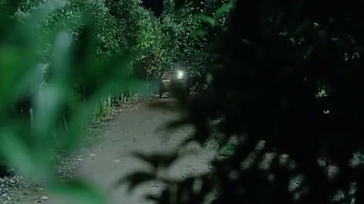 战士半路给鬼子设伏,用狙击枪杀鬼子,一枪就给小鬼子爆头!
