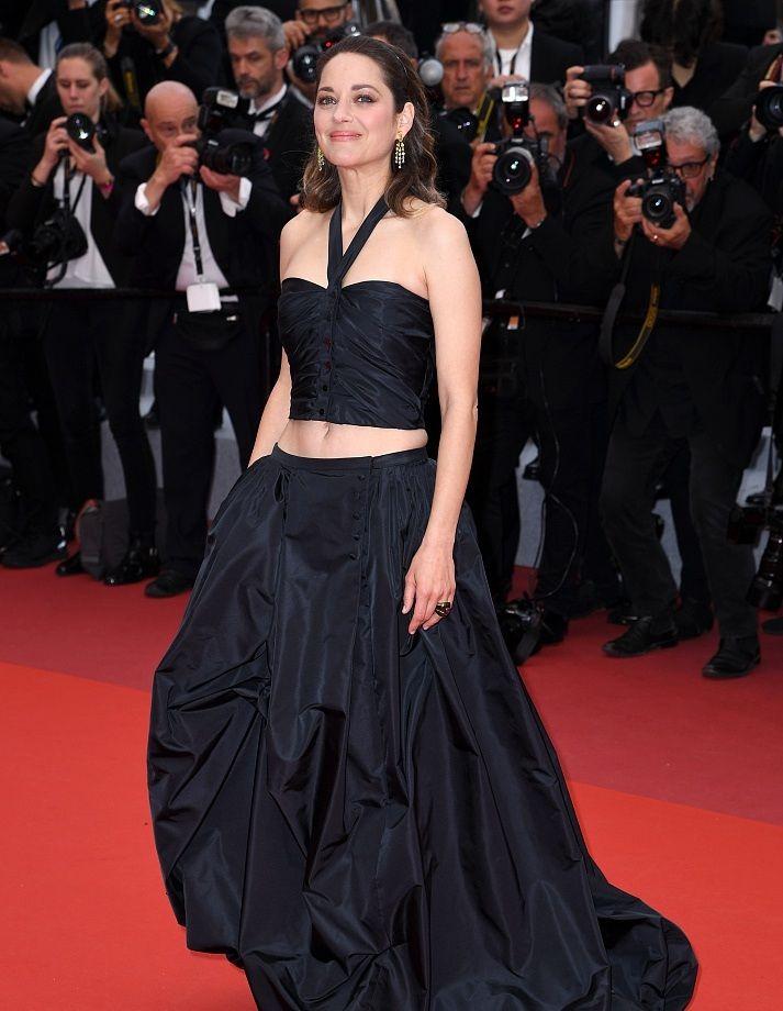 奥斯卡影后玛丽昂·歌迪亚身穿露脐装 惊艳亮相戛纳