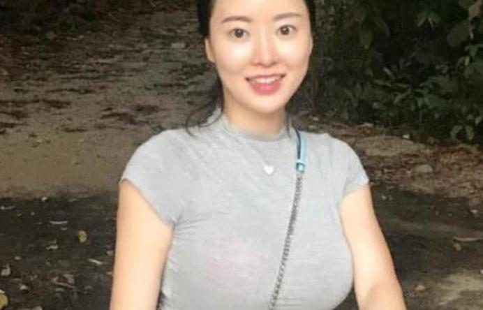 因刘强东爆红的蒋娉婷,拥有着魔鬼般的身材,网友:想低调都难啊