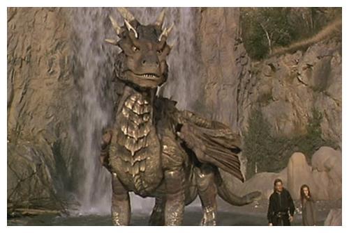 远古巨龙见到人类国王,只是掀开了鳞片,他直接就走了