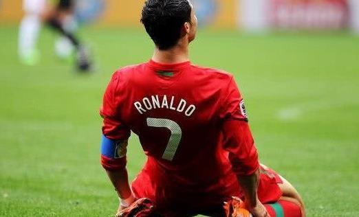 有一种头球叫克里斯蒂亚诺,有一种自律叫罗纳尔多
