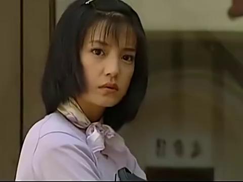 依萍和书桓逛街,却看到雪姨和情人大街搂搂抱抱