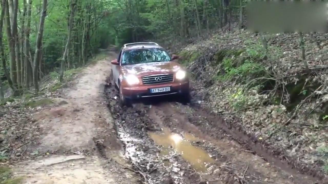 视频:越野路段上的英菲尼迪FX35,另类的小怪兽