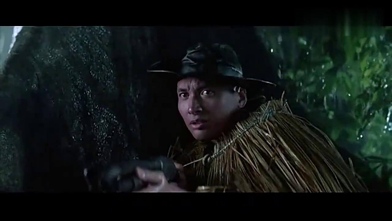 东方秃鹰:刚还在聊天打屁,下一秒同伴就被杀害,小伙是一脸的懵