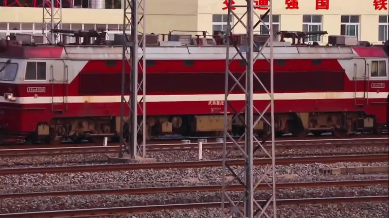 铁路日常襄阳车站SS6B货列记录车迷好酷的车头