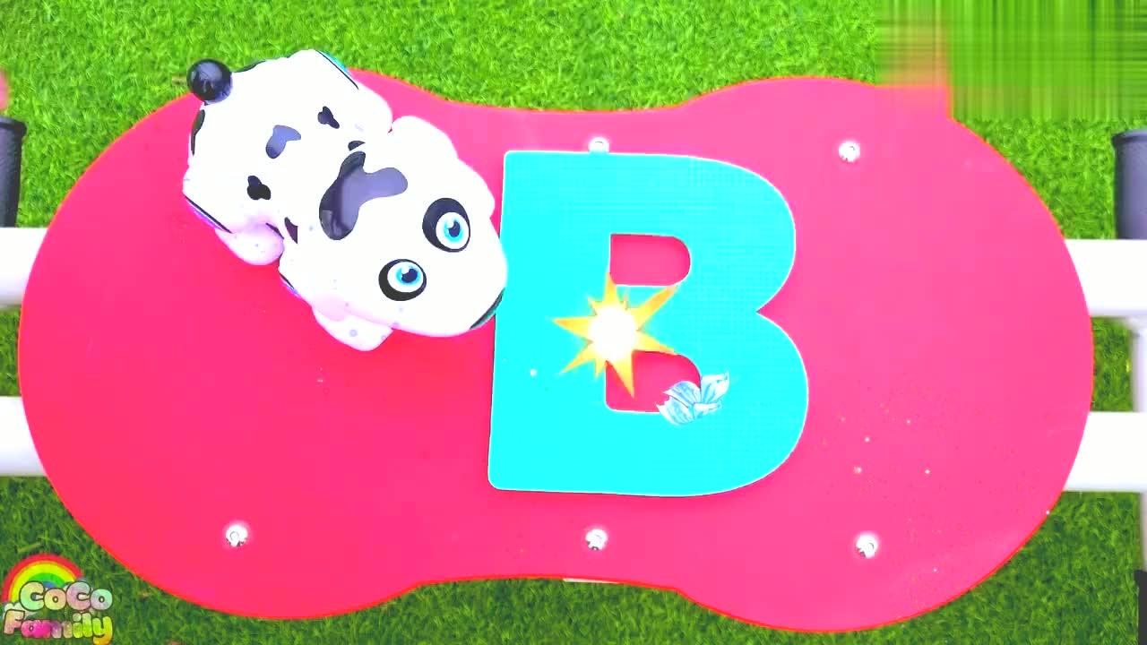 亲子互动:小宝贝唱BINGO,大草坪玩滑梯,玩具狗!