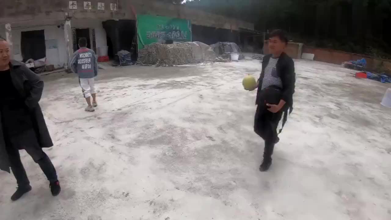 四川方言五叔和汤圆两个划拳汤圆输了跑得飞快(135)