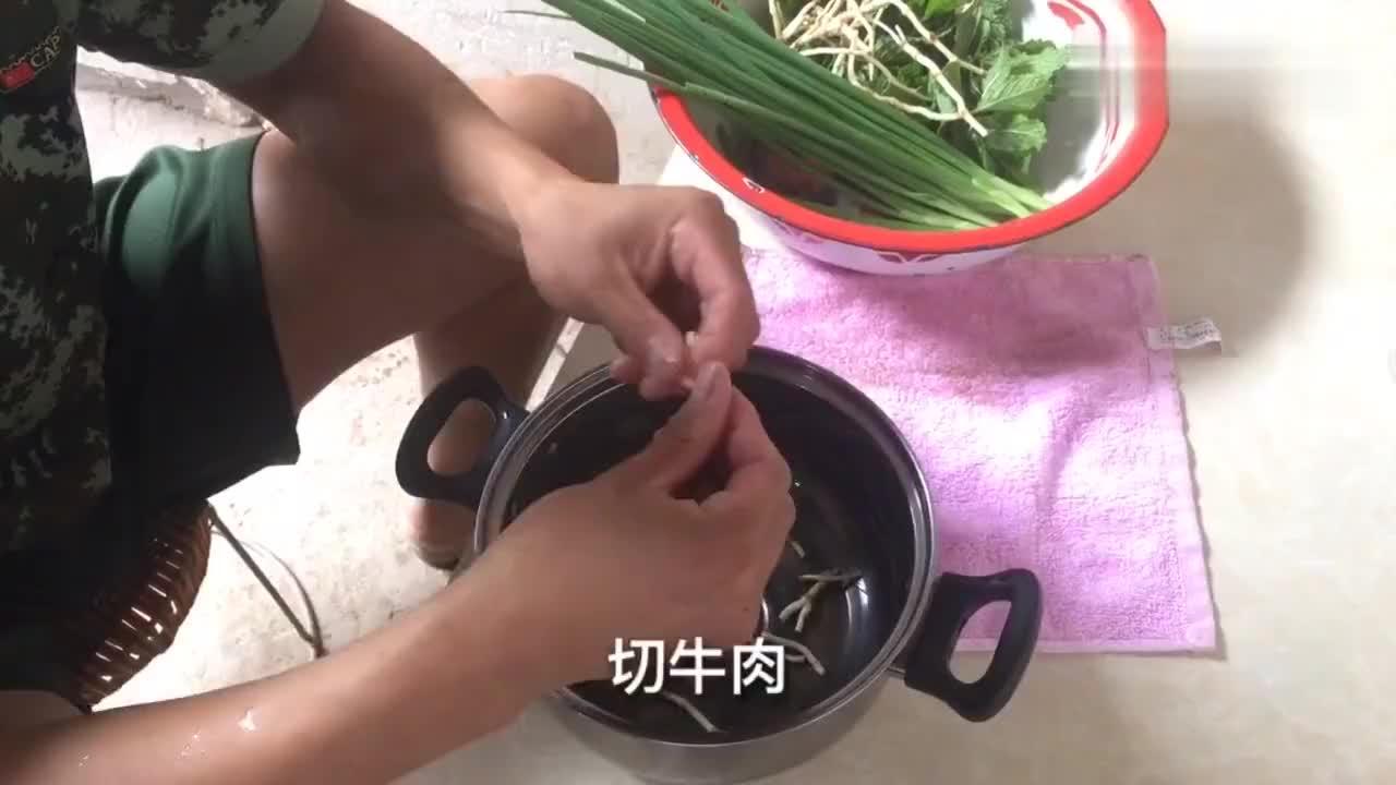 猪肉太贵不如吃牛肉再来个云南人最爱的炸洋芋拌薄荷完美