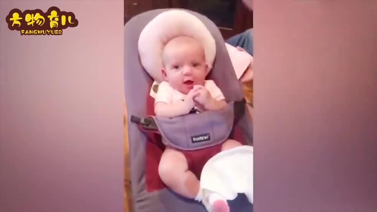 宝宝午觉睡了4小时都没醒来,妈妈打开门看到这一幕,笑喷了