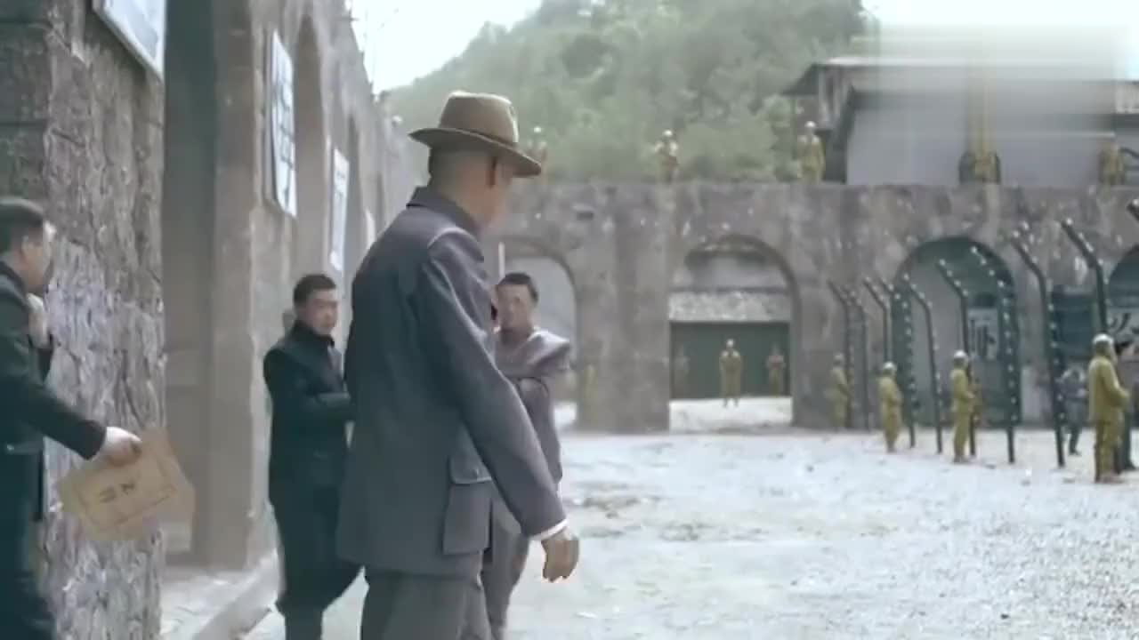 一代枭雄监狱长得知有人出卖何辅堂一枪把他毙了贼帅