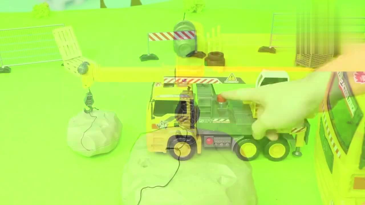 儿童仿真推土机玩具的组装培养宝宝动手能力