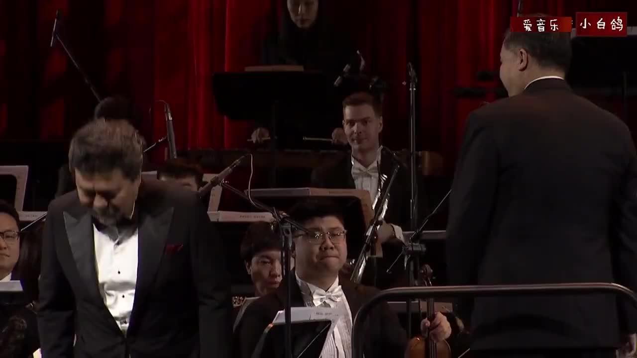 男高音魏松演唱《毛主席的恩情比山高比水长》向经典致敬