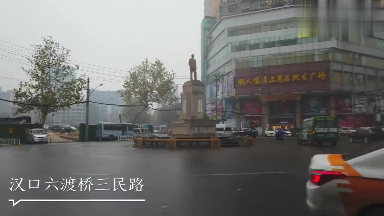 在武汉汉口三民路的路中间,矗立着一座铜像,你知道是大咖吗