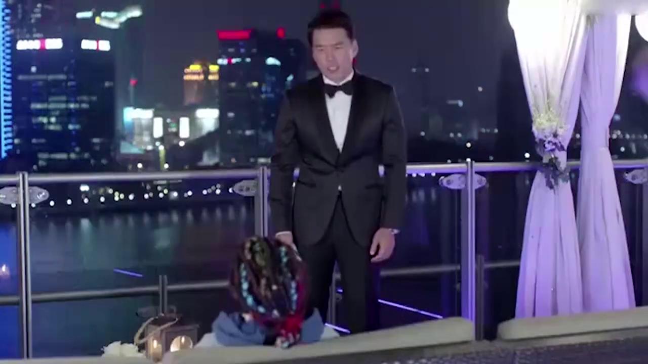好先生:关晓彤这段英语至少八级水平,王耀庆听懵了,硬着头皮演