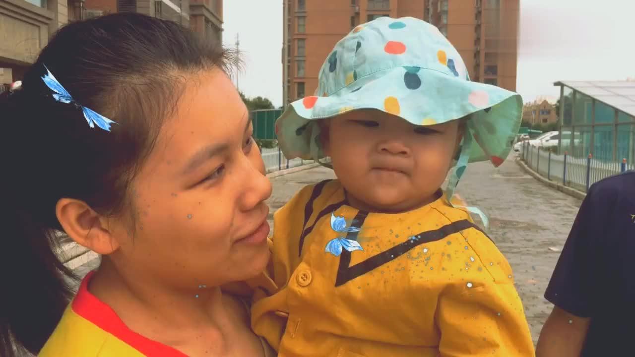 北漂一族珍珍要去上班,宝宝耍赖皮,珍珍妈妈得给你赚奶粉钱!
