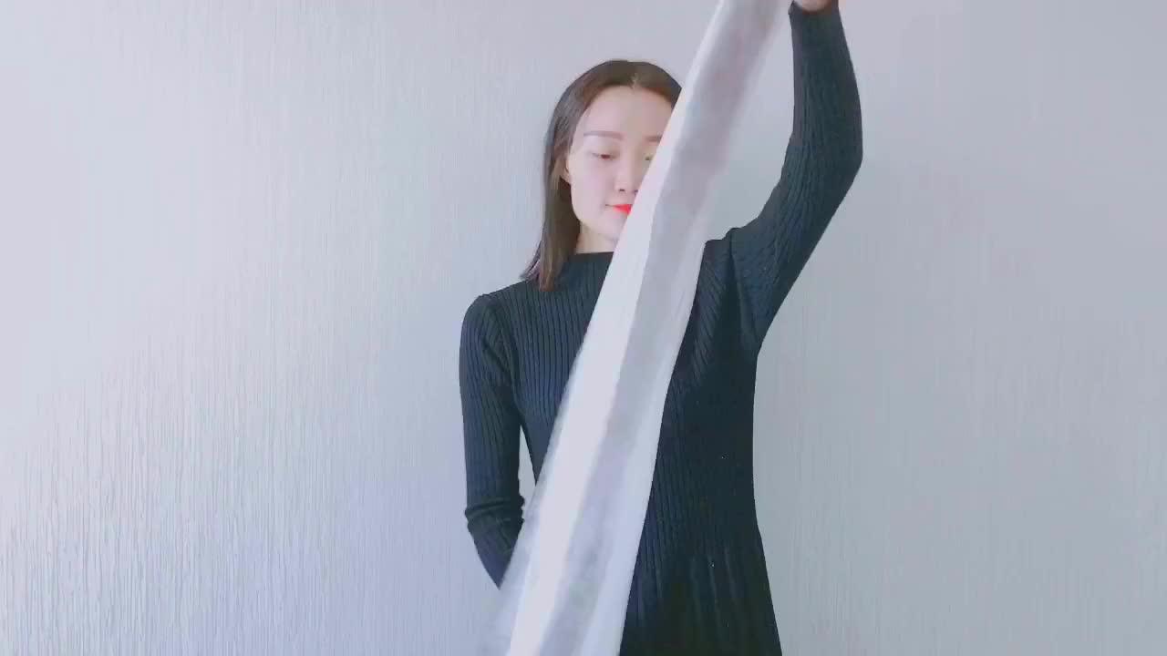 今年冬天流行丝巾+连衣裙,尝试一下这种搭配,旅游拍照特上镜