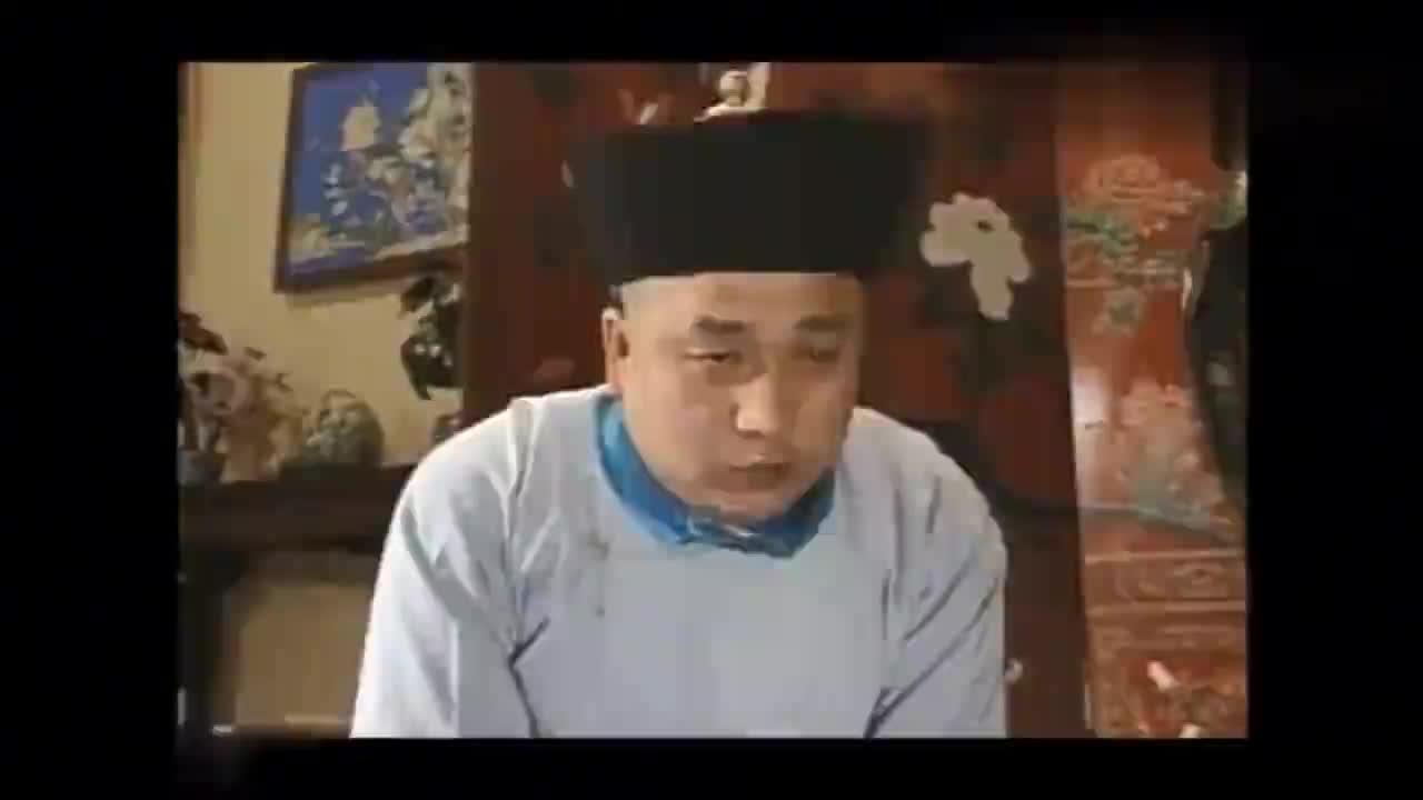 一看俩人的吃相就知道家里的伙食差别大啊,乾隆留和珅刘墉吃御膳