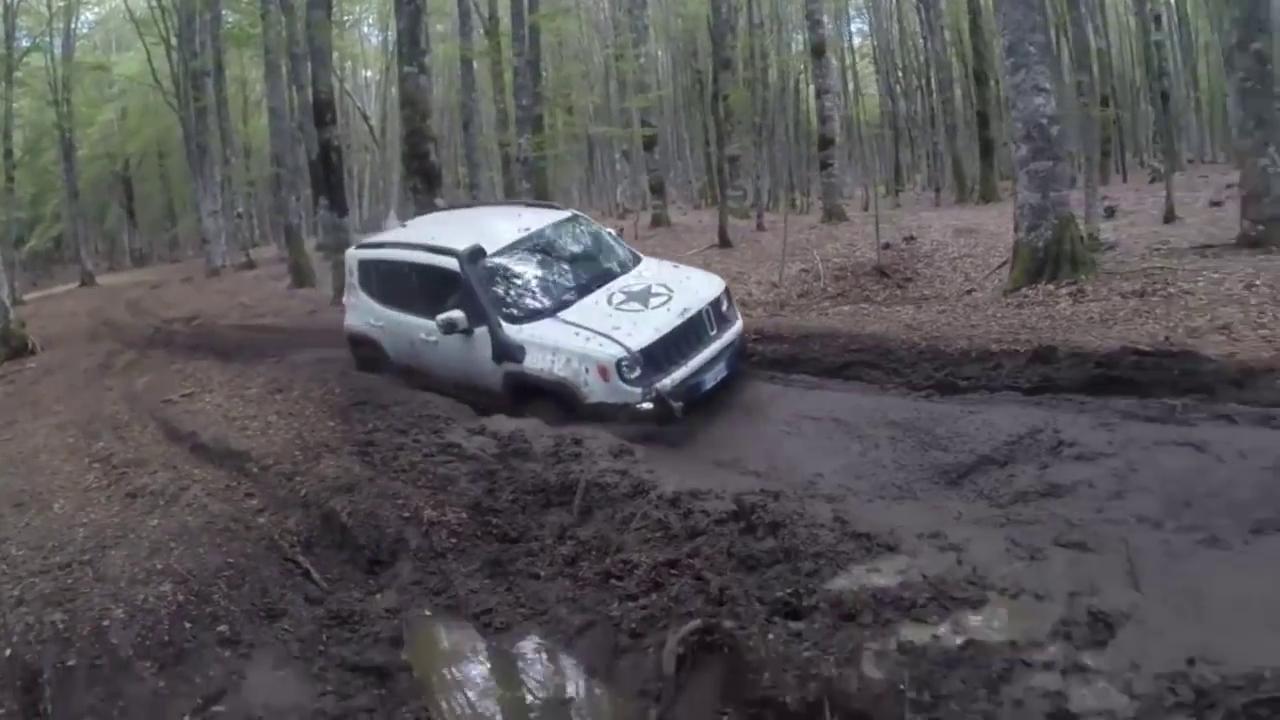 视频:Jeep自由侠野起来也疯狂,这个价格能开成这样不错了