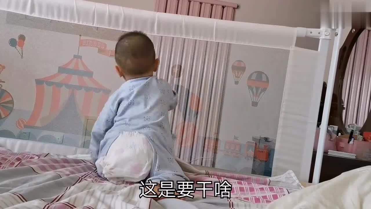 八个月宝宝自己站起来了,摇摇晃晃,像个小虫子