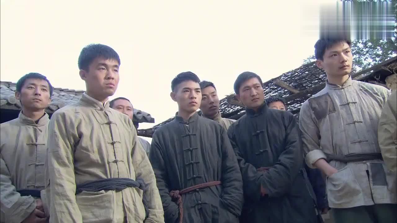 班长招到一队新兵,首长一看有蹊跷,立马将班长关禁闭!