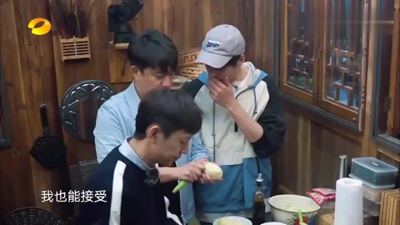 蘑菇屋二老调皮化身标题党,魏大勋被吓得腿发软!