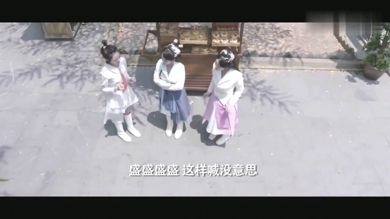 厉害了,叶佳瑶在街上热舞招揽客人,面包生意超火爆!