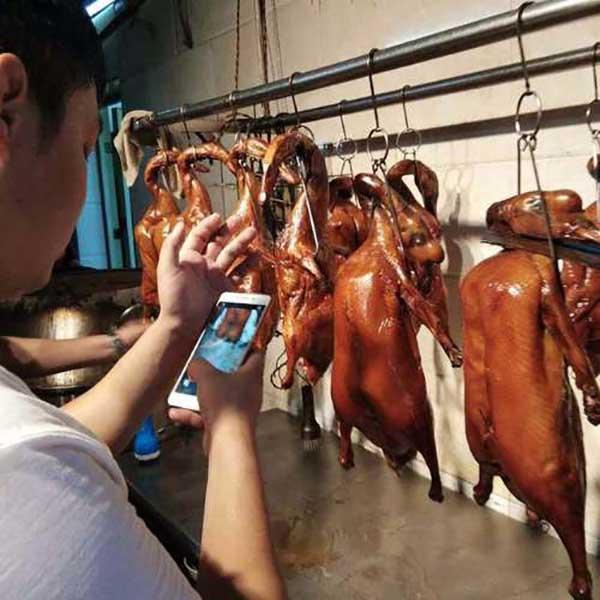 制作广东烤鸭,做法过程。
