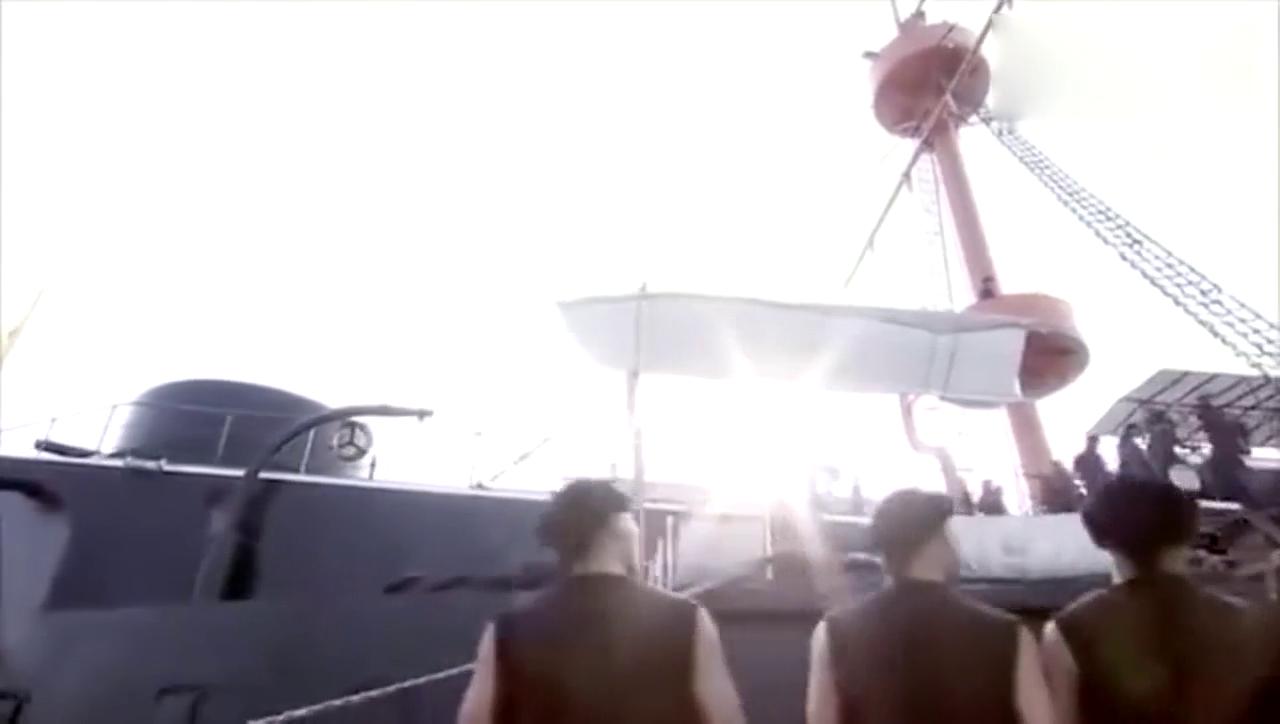 一伙夫役登上北洋水师的定远舰 这哪是船啊! 分明是座山!