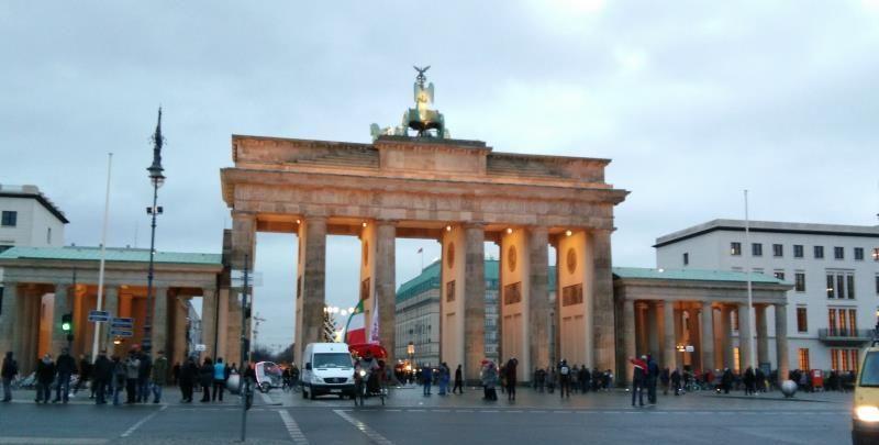 欧洲第十国游德国首都柏林墙兄弟之吻