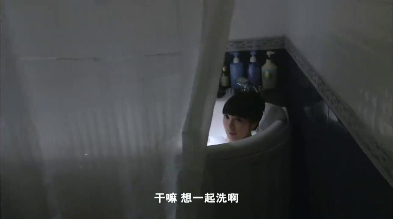 小伙趁女友洗澡时打开房门,竟用残忍的手段对付她!