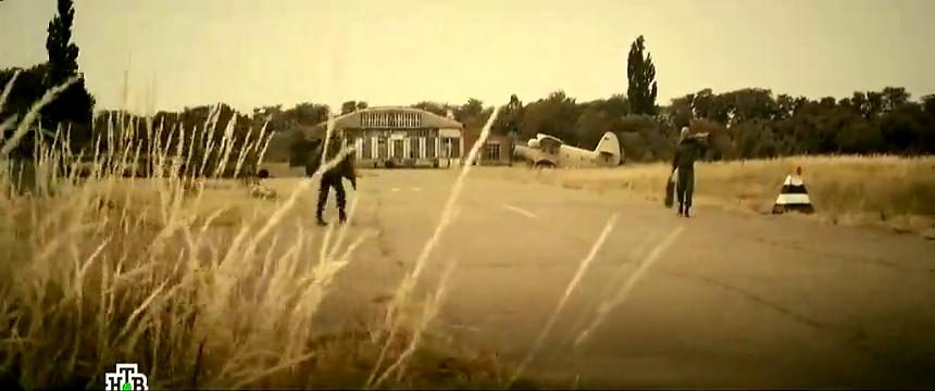 最新战争片,北约军队想占科索沃机场,俄军造假装甲车吓他们