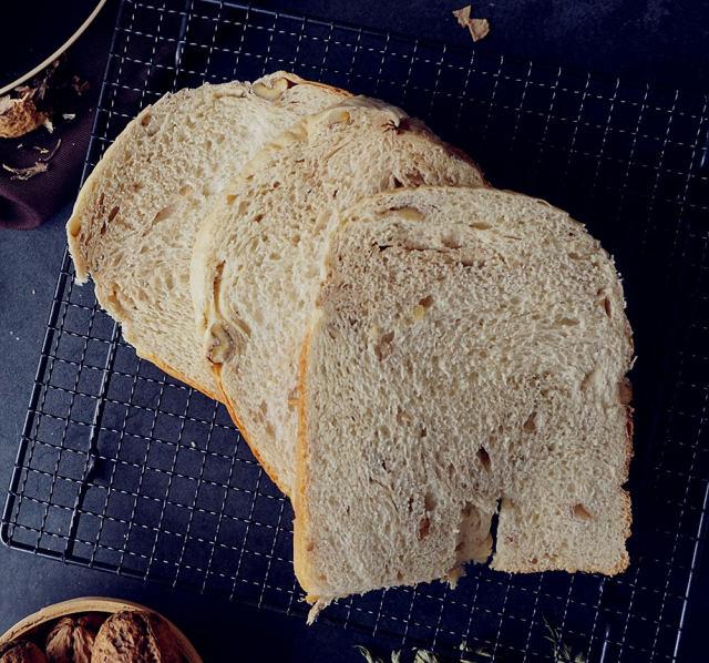 香蕉核桃面包的好吃做法,营养美味,出锅都喜欢吃