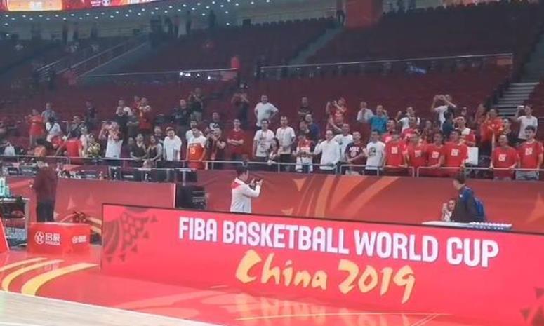 无力回天!中国男篮13分错失16强,29年未尝一胜,奥运会也增悬念