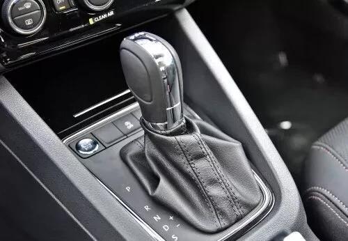 速腾熠动版自动挡怎么开和停车?老司机带带我?