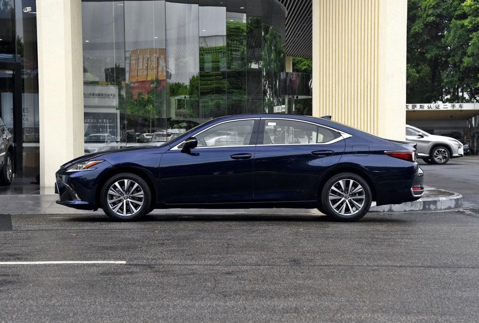 车主:雷克萨斯ES是一款能让你从外观到内在都能爱上的车!