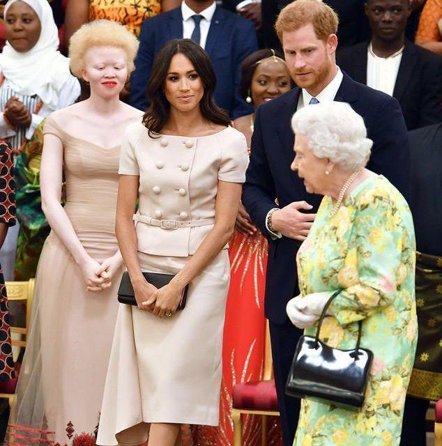 梅根王妃婚后的5个造型,前四个都评价一般,但图5惊艳至极啊!