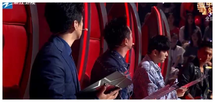 谢霆锋为学员多次单独转身,周杰伦李健有些惊讶,哈林却看出端倪