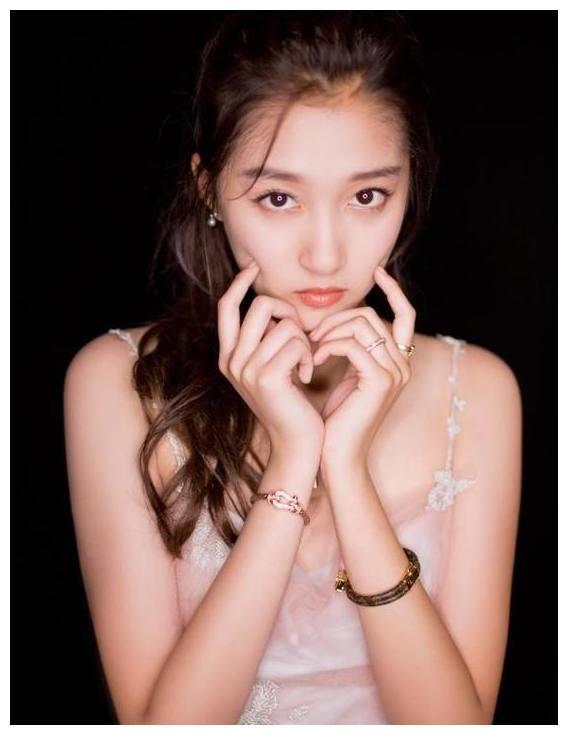 关晓彤的7张美照,第一张超级可爱,最后一张真美!