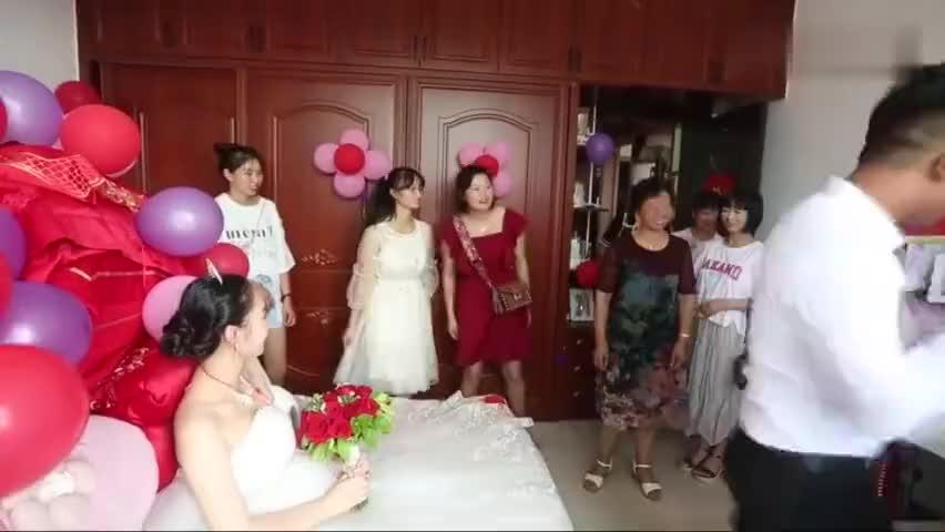 1米6的姑娘长得如花似玉嫁给一个在广东打工的男友请了几十桌