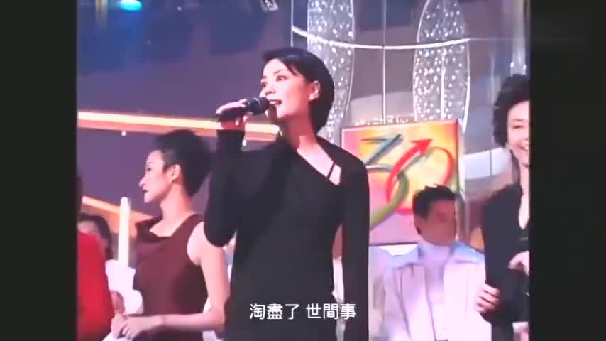 28岁王菲与17岁谢霆锋同台表演终于知道谢霆锋喜欢王菲的理由了