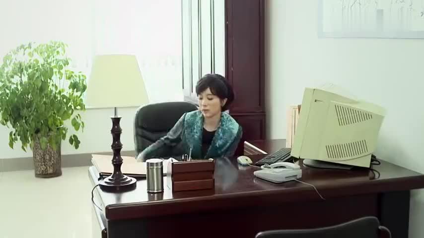 俺娘田小草金巧巧找到文件悄悄给来宝打电话并将文件带走