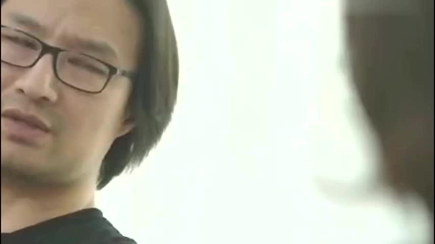 49岁汪峰大玩浪漫现身月子中心探望章子怡手抱两大束鲜花