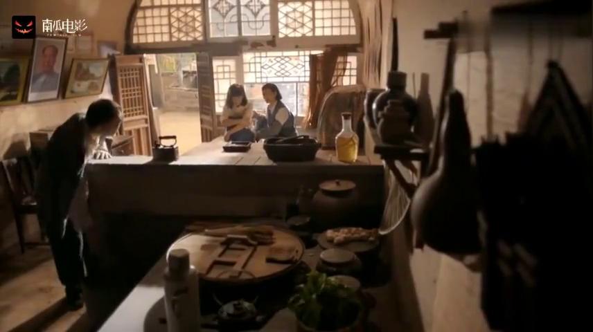 润叶被李向前打了之后回到双水村,可他爹不但不心疼还叫她回去