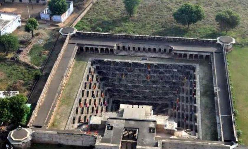 """印度也有""""金字塔"""",倒着建在地下,是和泰姬陵并称的古迹"""