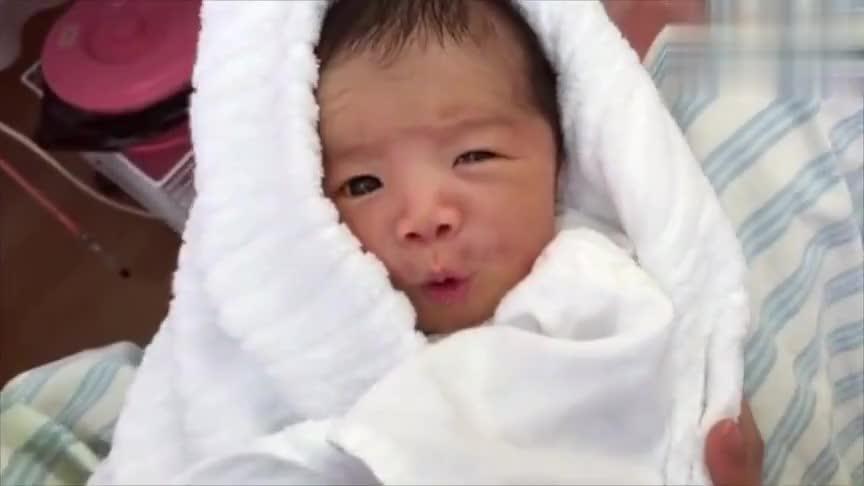 """3天大小宝宝吃饱后打嗝,一脸""""难以置信""""的表情看一次笑一次!"""